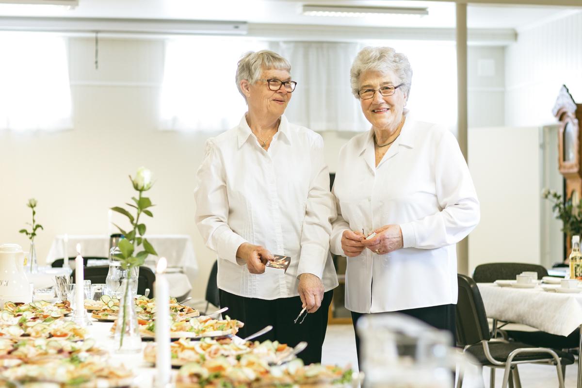 Anne-Marie Thomassen og Arna Vidringstad, Minnemøte på Å bedehus EH_9655