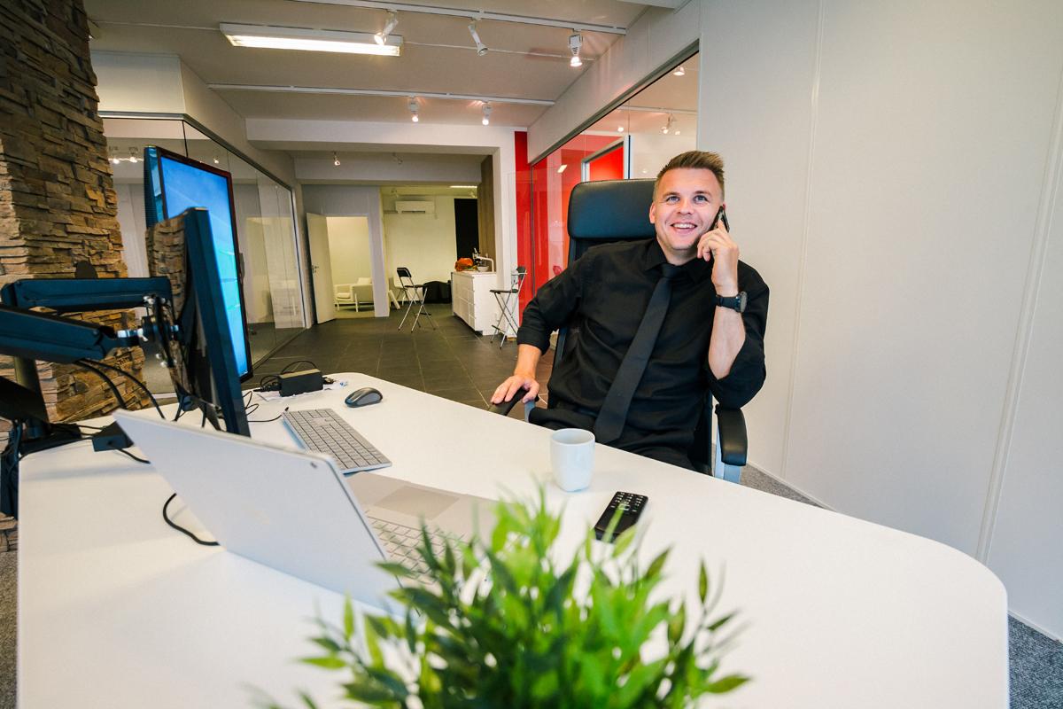 Erik Lande i telefonen