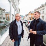 Svein og Erik Lande prater sammen